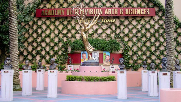 academy-television-arts-and-sciences-hall-of-fame-plaza-00