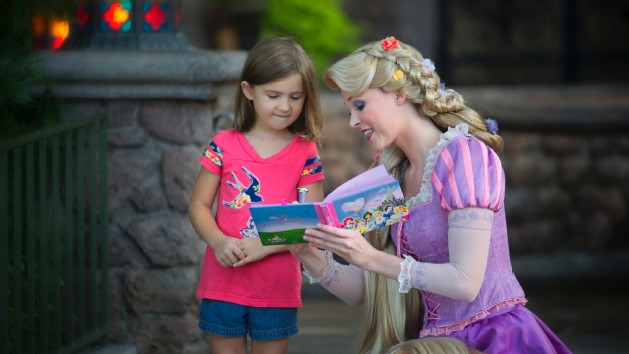 character-meet-rapunzel-fairytale-hall-00