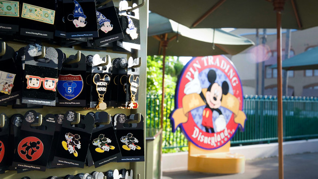 disneys-pin-traders-00