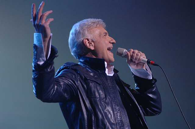 """Dennis DeYoung to Perform at """"Eat to the Beat"""" Concert Series"""