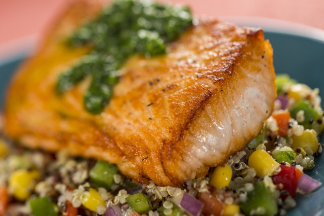 Salmon-and-Quinoa-Salad-0613ZW_0495MS-640x426